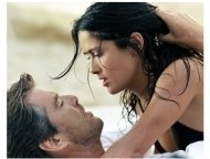 After the Sunset Movie Still: Pierce Brosnan and Salma Hayek