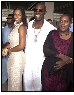 Tyrese, mother and date at the Baby Boy premiere