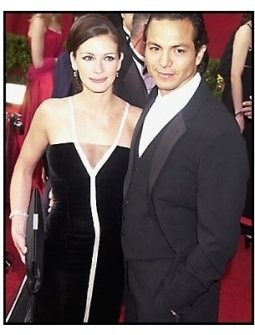 Julia Roberts and Benjamin Bratt 2 at the 2001 Academy Awards