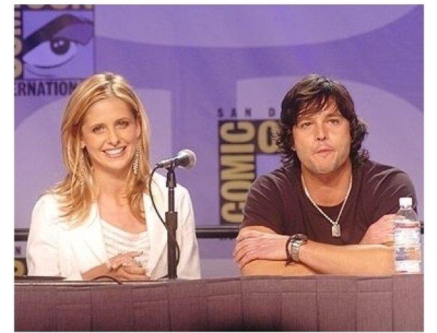 Sarah Michelle Gellar and Jason Behr at Comic-Con 2004