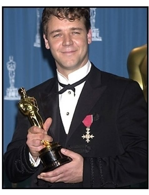 Russell Crowe backstage at the 2001 Academy Awards