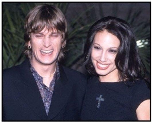 matchbox twenty singer Rob Thomas and wife at the 2000 Billboard Music Awards
